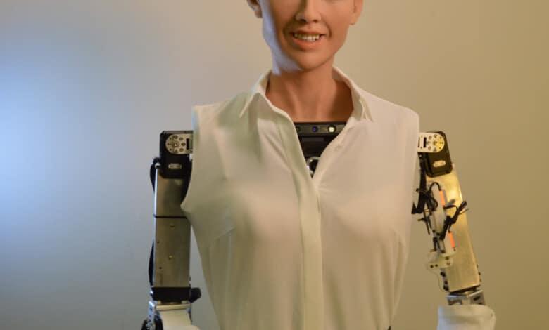 صانعو الروبوت صوفيا يعتزمون إنتاج روبوتات على نطاق كبير خلال جائحة كورونا